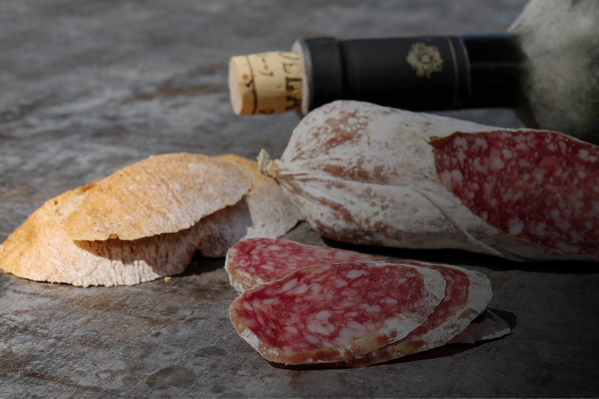 Carletti Carni - produzione salumi, capocollo, lombetto, coppa, pancetta, prosciutto.